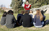 Lesson and review among students at the park — Stock Photo