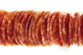 萨拉米香肠宏图片的几片隔离 — 图库照片