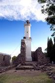 Faro y antiguas ruinas — Foto de Stock