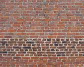 Turuncu pembe parlak renkli yaşlı tuğla duvar — Stok fotoğraf
