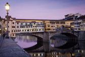 Вид на Понте Веккьо во Флоренции, Италия — Стоковое фото