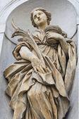 Estatua de mármol. iglesia de santa lucía. parma. emilia-romaña. italia. — Foto de Stock