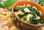 Orecchiette with turnip tops. — Stockfoto