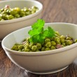 Peas with bacon in terracotta bowl. — Foto Stock