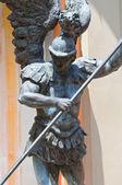 Archangel michael heykeli. cento. emilia-romagna. i̇talya. — Stok fotoğraf