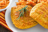 Chicken cordon bleu with grated carrots. — Stock Photo