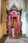 Tradycyjne drewniane konfesjonał. — Zdjęcie stockowe