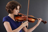 Young female playing the violin — Stock Photo
