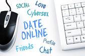 Data online słowo systemu i komputera klawiatura — Zdjęcie stockowe