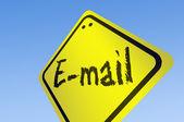 E-mail palavra em sinal de estrada — Fotografia Stock