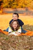 Kids playing outdoors in autumn — Foto Stock