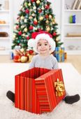 Happy boy sitting behind big present — Stok fotoğraf