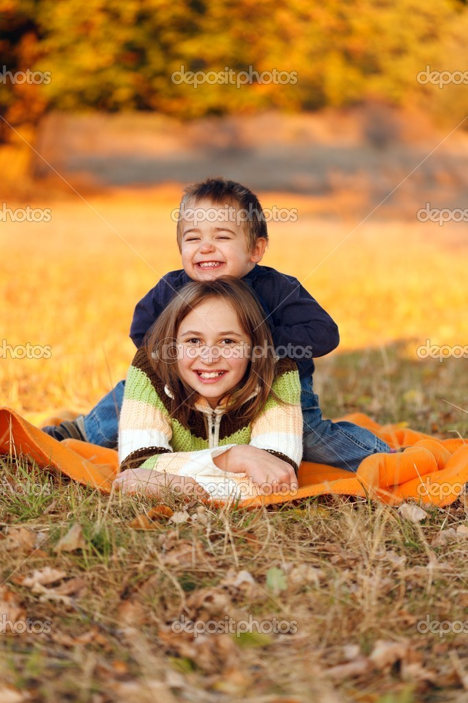 Happy kids playing outdoors in autumn  Foto Stock #8002777