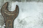 Old rusty wrench — 图库照片