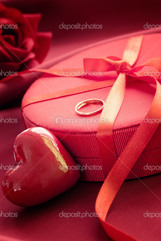 Valentine's day red bow on luxury present  with gold engagement ring — Stock Photo #8490143