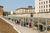 "Tourists visiting the ""Topography of Terror"" in Berlin — Stock Photo"