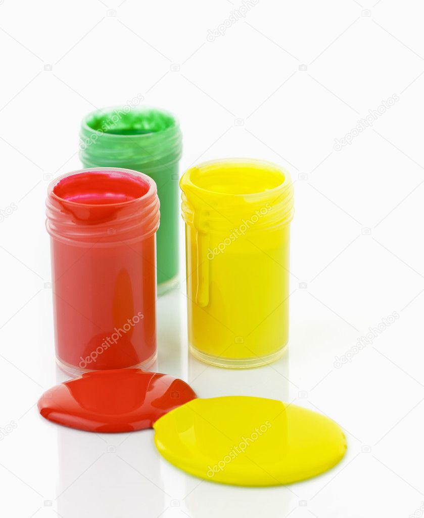 Open containers of paint in primary colors spilled and mixed — Stock Photo #8943887