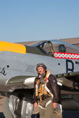 Pilot in WWII uniform near P-51 Mustang plane — Stock Photo