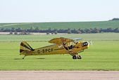 Piper Cub taxis for takeoff — Stock Photo
