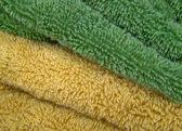 Groene en gele handdoeken zoals braziliaanse vlag kleuren — Stockfoto