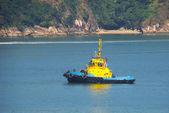 Tug boat navigating a beautiful blue ocean — Stock Photo