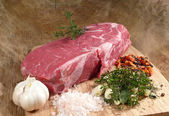 Roast beef with seasoning ingredients — Stock Photo