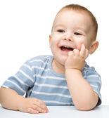 Porträtt av en söt glad liten pojke — Stockfoto