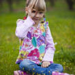 Little girl outdoors with imaginary binoculars — Foto Stock