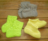Hand knitted baby booties — ストック写真