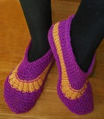 Hand knitted female slippers — Stock Photo
