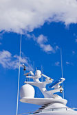 Ships antenna and navigation system versus the sky. — Stock Photo