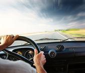 Estrada e o carro — Foto Stock