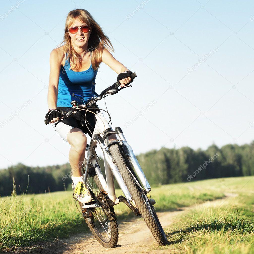 Конкурс девушка и велосипед