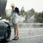 车旁的女人 — 图库照片