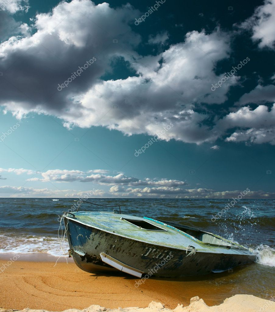 Boat on seaside with strong wind and storm clouds — Stock Photo #8153264