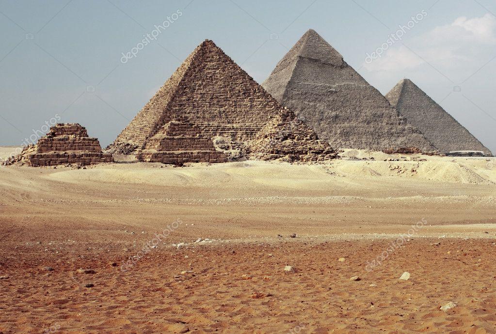 吉萨金字塔与谷— 照片作者
