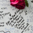 LONDON - JULY 27: Her fans pay tribute to Amy Winehouse — Stock Photo #8239016
