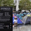 Occupy London encampment at St Paul' s Cathedral on October 27, 2011 — ストック写真