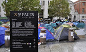 Occupy London encampment at St Paul' s Cathedral on October 27, 2011 — Stock Photo