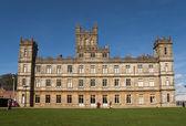 Highclere castle die als downton abdij kenmerkt — Stockfoto