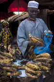 Shopkeeper selling plantain in Bamako — Stock Photo