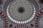 Kind on beautifully decorated dome of a mosque — Stock Photo