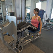 Foto Stock: Womon gym machine