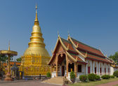 The 46-metre tall golden Chedi which is a major place of worship — Foto de Stock