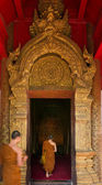Thai Northern Gold Art of Arched entrance door — Stok fotoğraf
