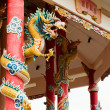 Left Golden gragon statue on red pillar — Stockfoto #8360383