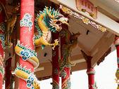 Left Golden gragon statue on red pillar — Stock Photo