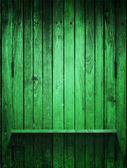 緑の木製パネルと垂直方向の棚 — ストック写真