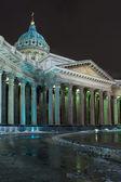 Vista nocturna de la catedral de kazan de rusia — Foto de Stock