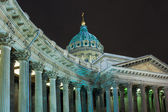 Night view of Kazan Cathedral in St. Petersburg — Stock Photo